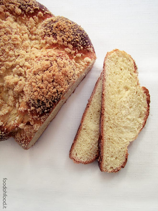 Chalka z kruszonka – Polish sweet bread with crumble