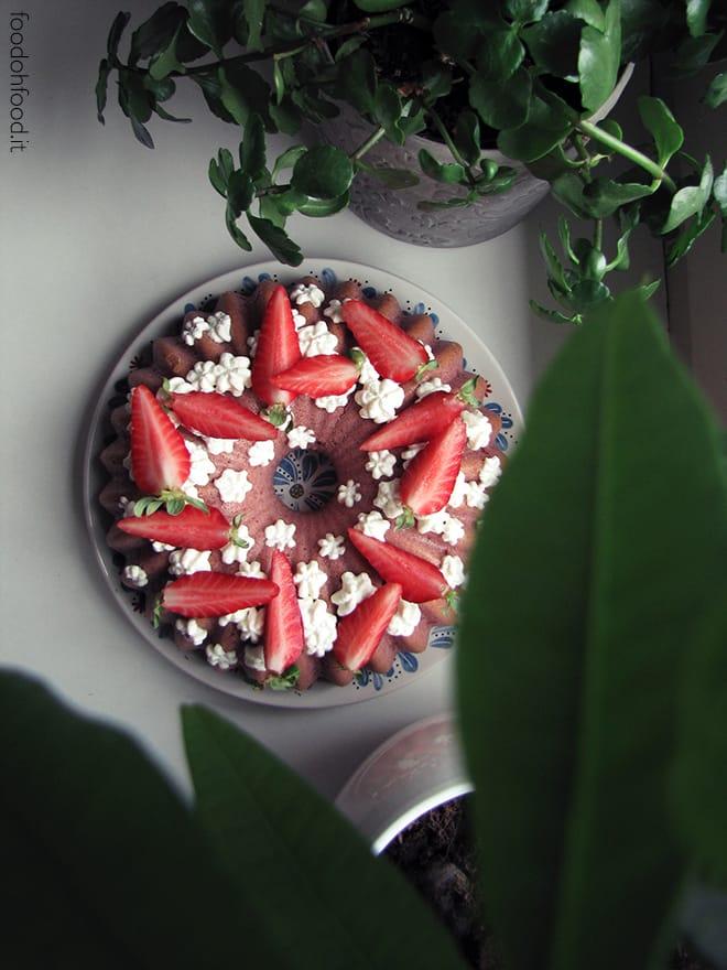Ciambellone (bundt cake) alle fragole