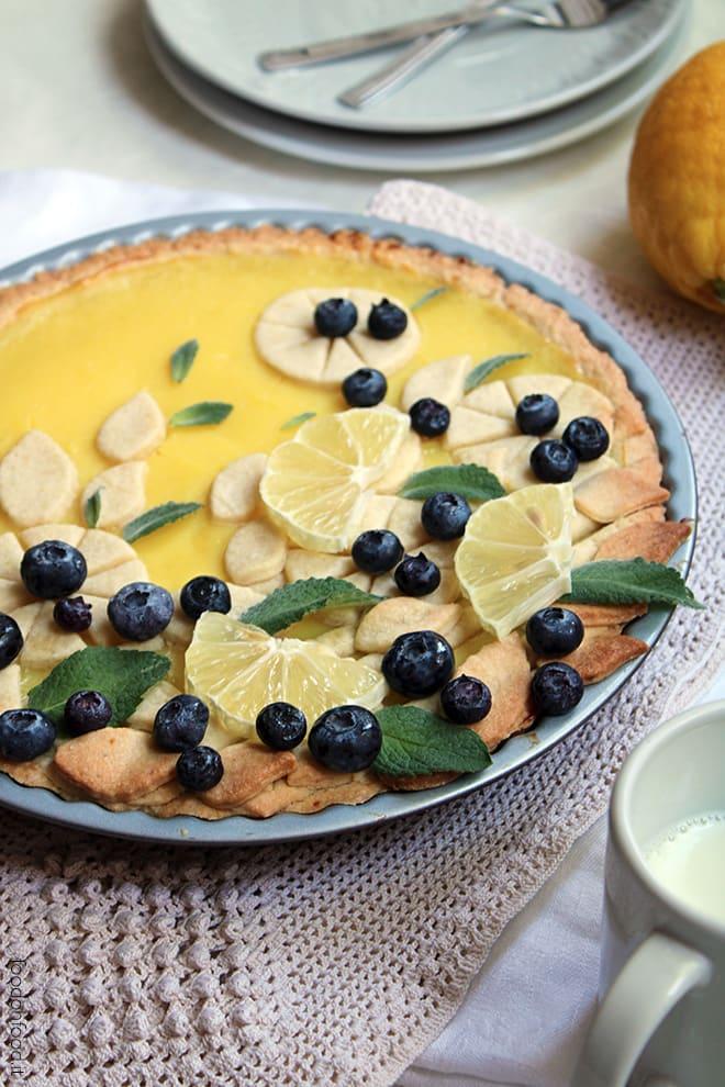 Lemon pastry cream pie