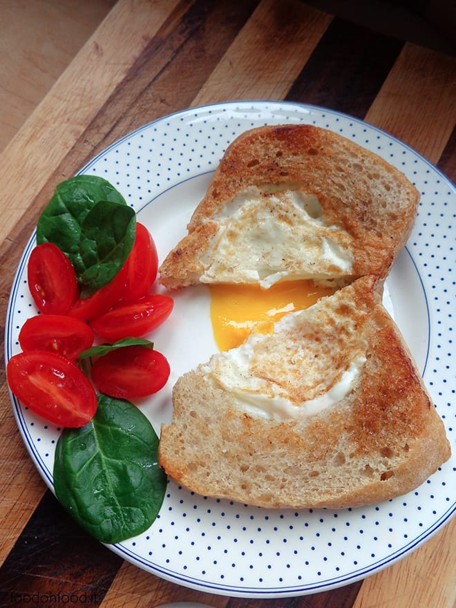 Egg in a basket – egg in a bread
