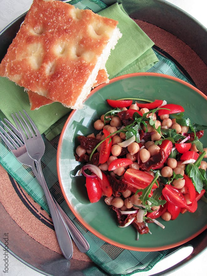 Fresh salad with chickpeas and sun-dried tomatoes