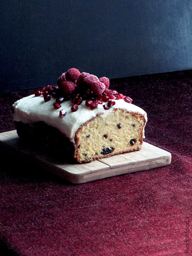 Pound cake with dried plums and white chocolate cream