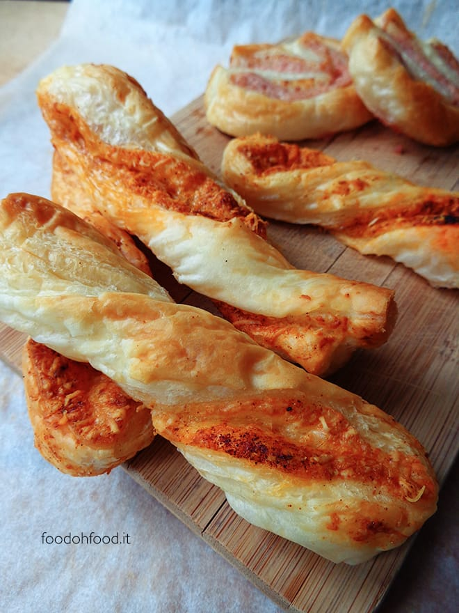 Cheese and paprika puffs