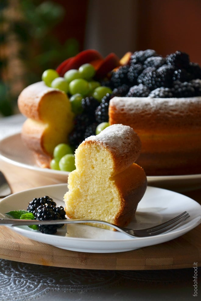 Lemon and vanilla cream cheese bundt cake