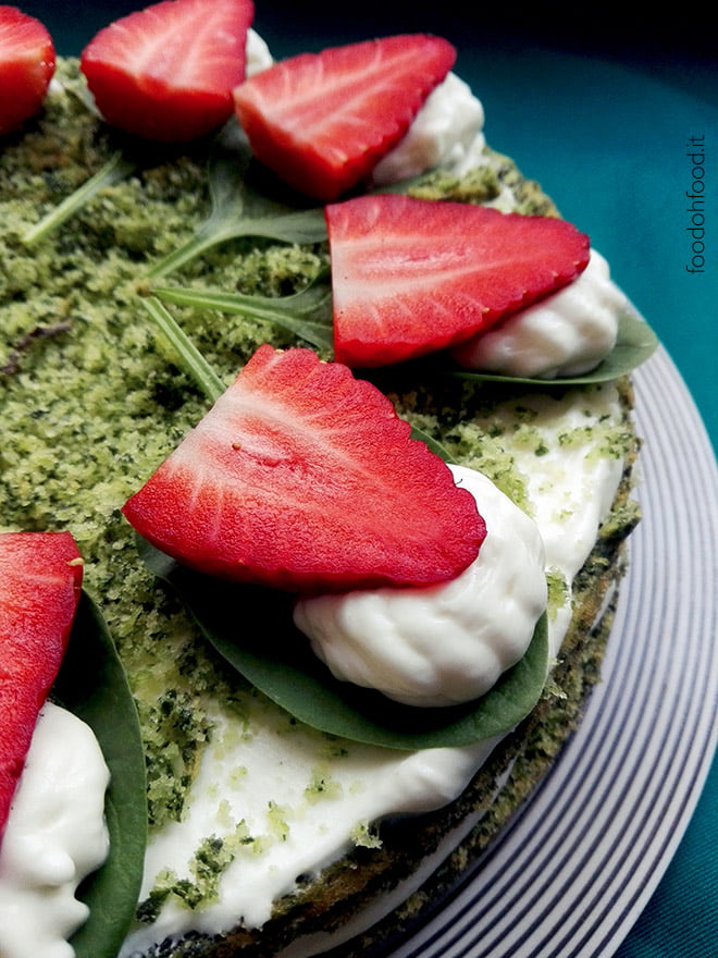 Spring cake – green cake with strawberries and lemon