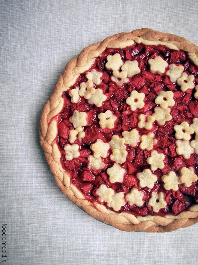 Strawberry, lemon and vanilla classic American pie