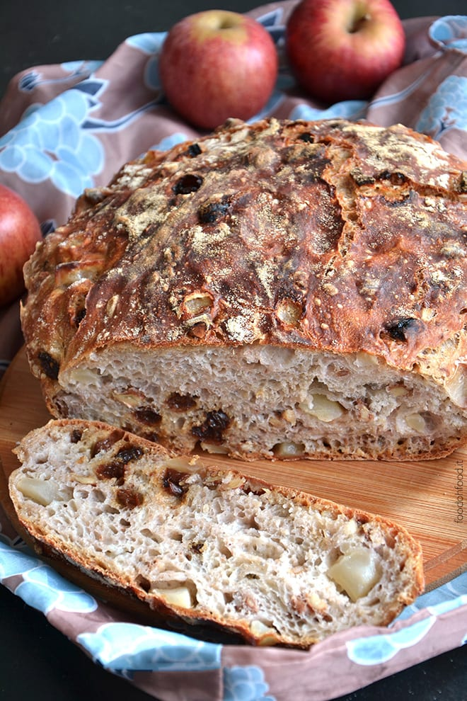 No-knead bread with raisins, walnuts and apples