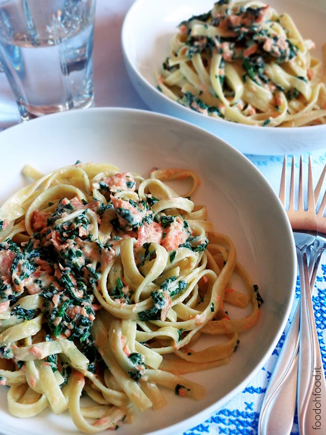 Pasta with cream cheese, smoked salmon and spinach