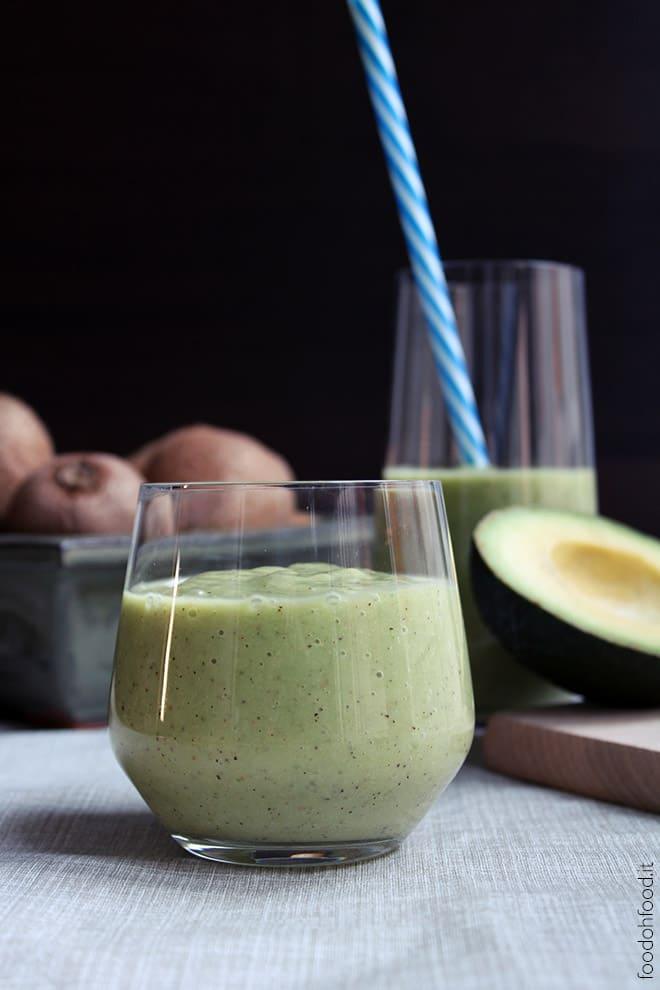 Avocado banana green smoothie
