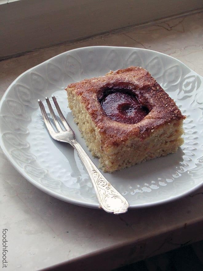 Torta aromatica con le prugne