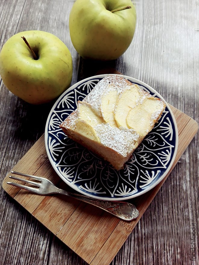 Soft and easy cake with yogurt and apples
