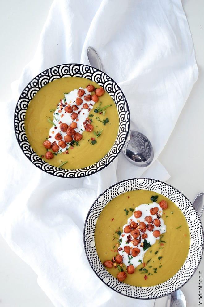 Creamy turmeric, potato and chickpea soup