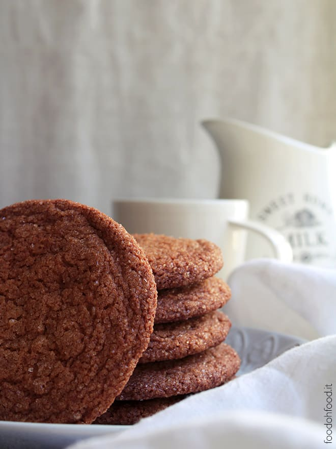 Chewy ginger cookies with honey