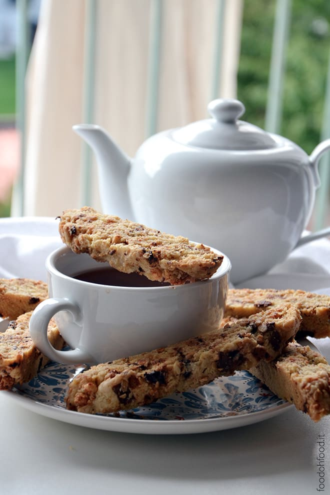 Olive oil biscotti with muesli