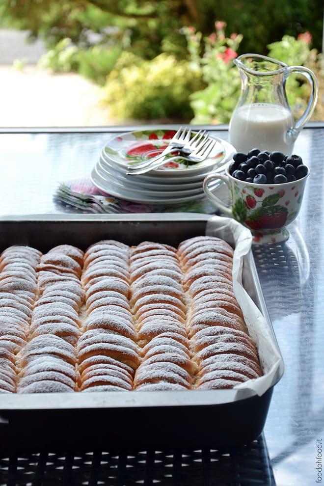 Blueberry ricotta stuffed brioche rolls