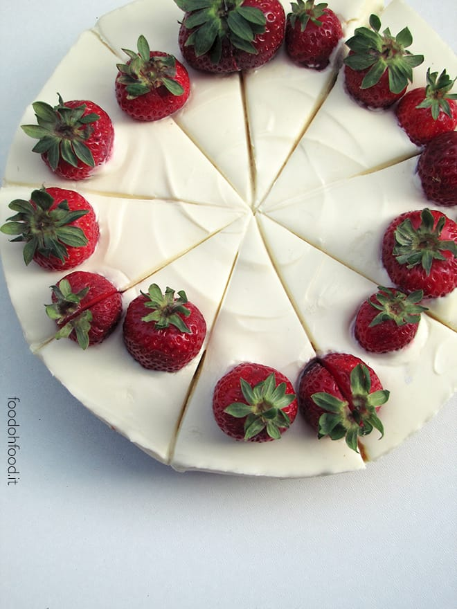 White chocolate cheesecake with strawberries