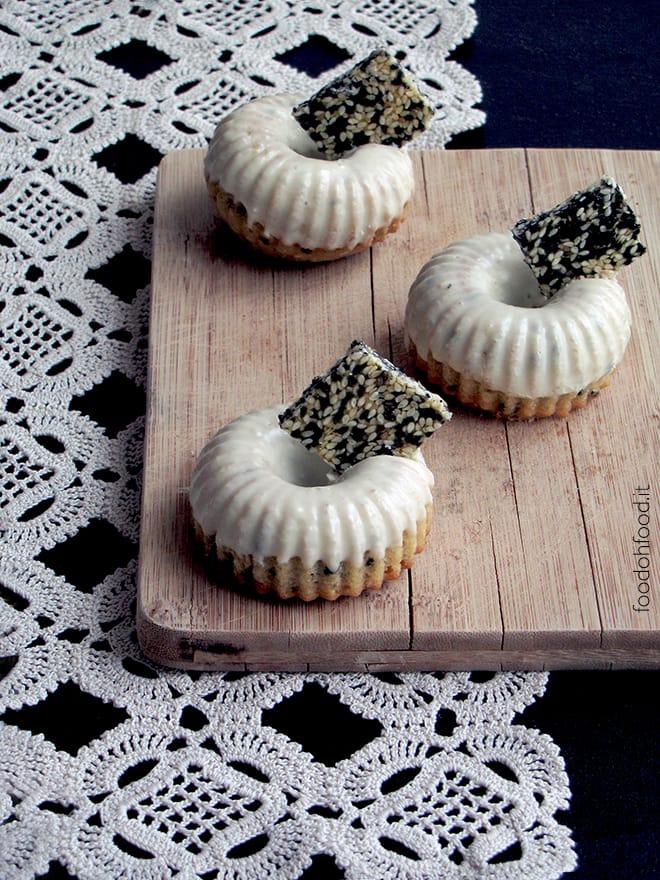 Mini tahini cakes with sesame seed brittle