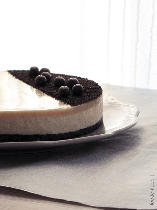 Creamy no-bake cheesecake with peanut butter