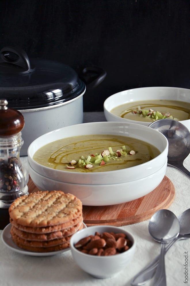 Leek, potatoes and rosmary dense soup