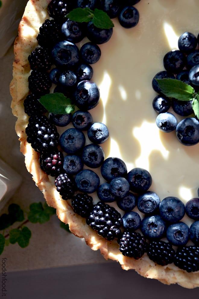 Crostata con cremoso al mascarpone e cioccolato bianco e frutti di bosco