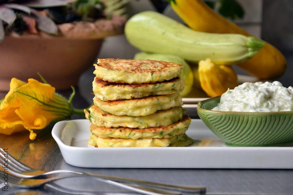 Pancake salati con zucchine e yogurt greco