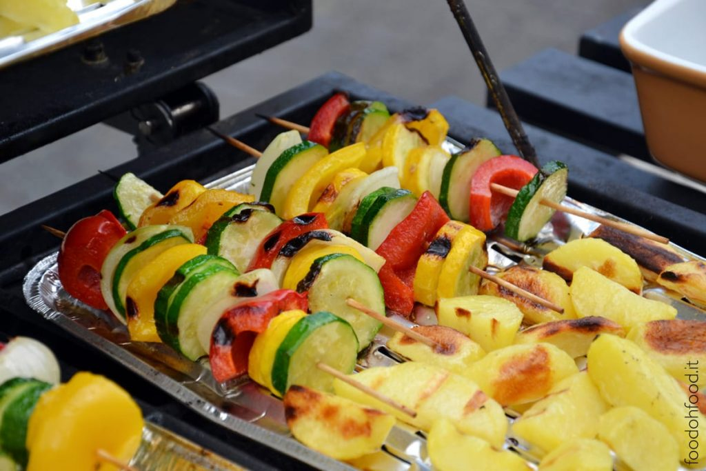 Spiedini di verdure alla brace - grigliata di verdure estive