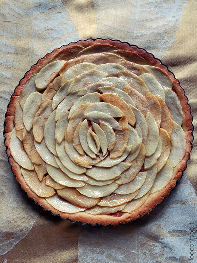 Crostata di mele a forma di rosa