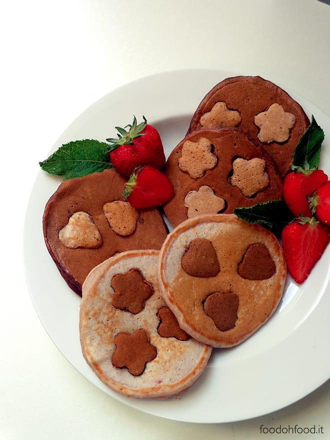Pancakes fragole, cocco e cacao