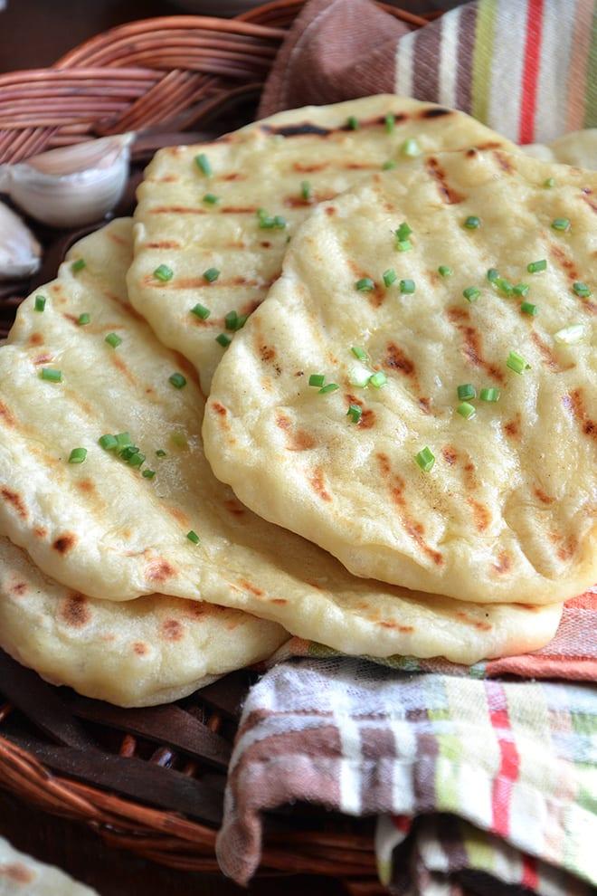 Morbido pane in padella all'aglio