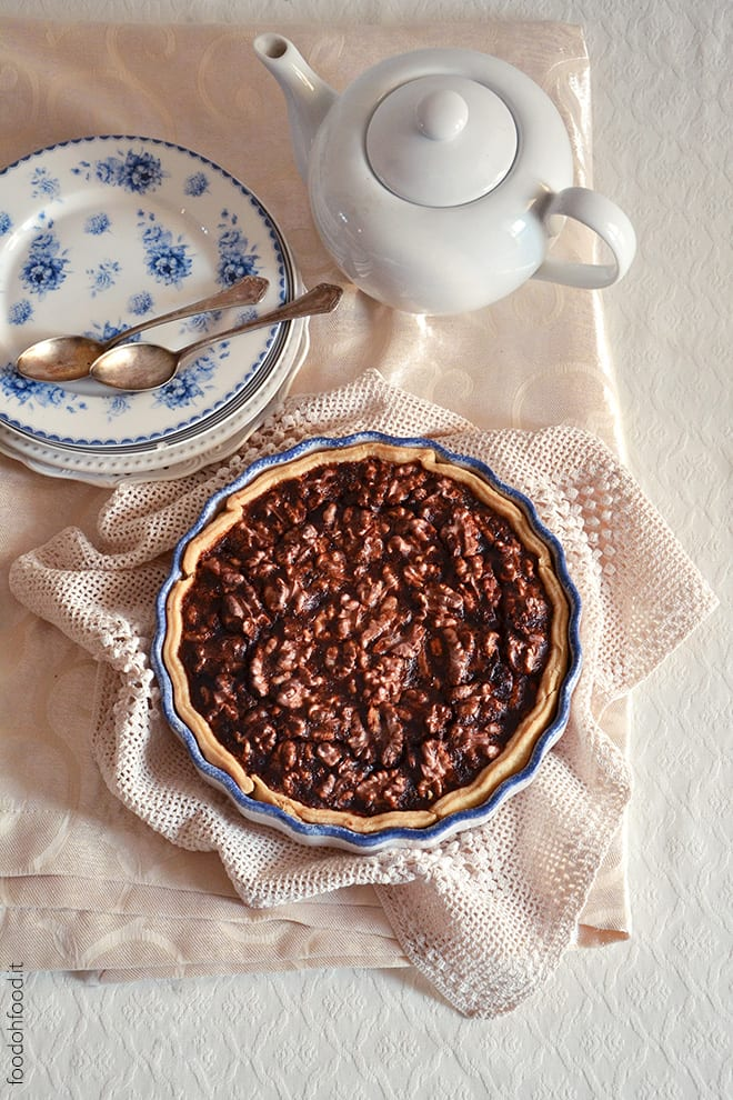 Walnut pie with golden syrup and rum