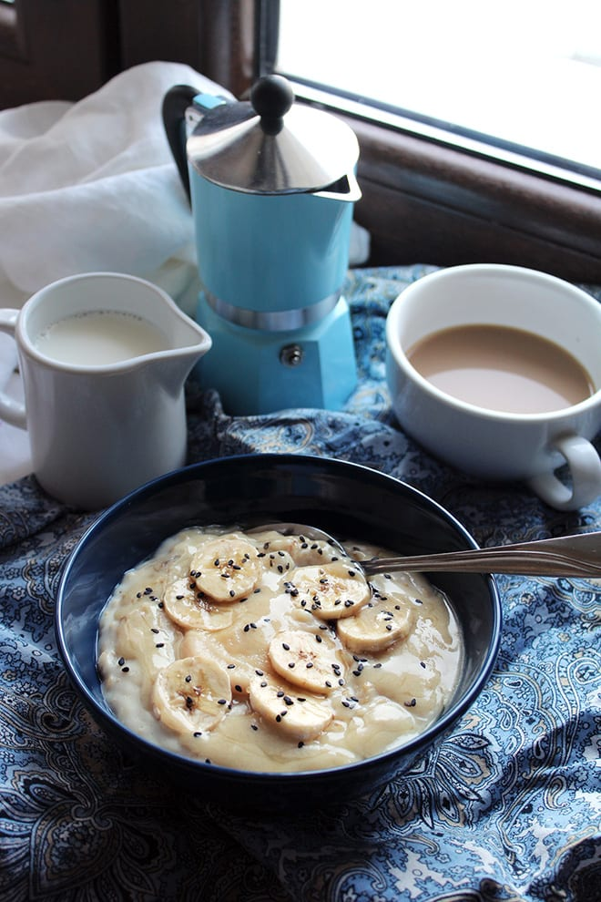 Creamy porridge with banana, tahini and honey