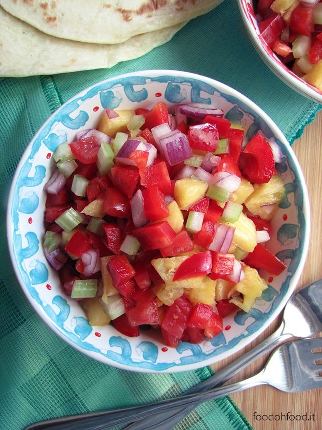 Insalata di verdure miste crude e ananas