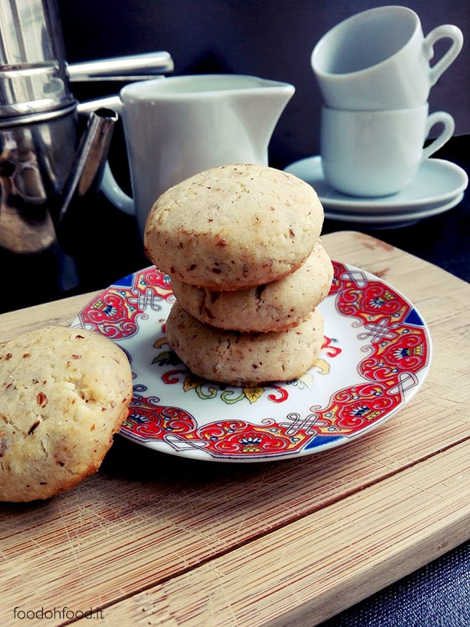 Condensed milk and almond biscuits