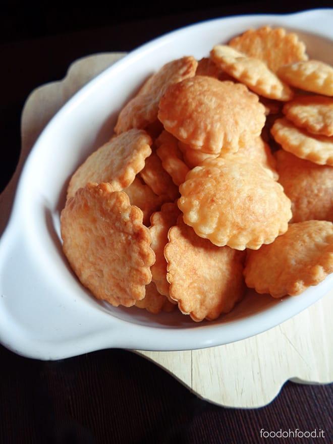 Crackers ai formaggi fatti in casa