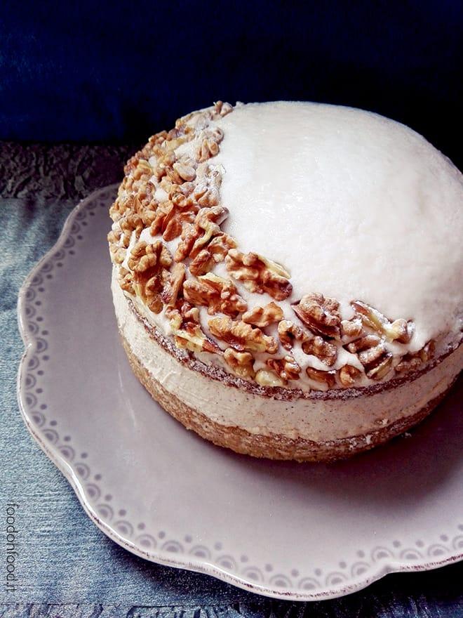 Walnut cake with mascarpone and cinnamon frosting