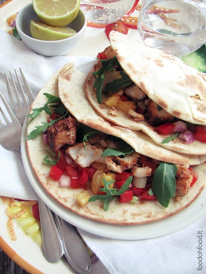 Tacos di pesce – nasello speziato, contorno agrodolce e salsa allo yogurt